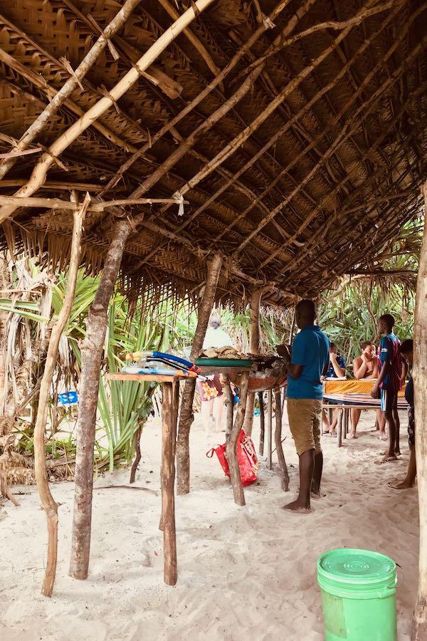 Dove e cosa mangiare a Zanzibar: Pranzi Zanzibarini Sulla Spiaggia Muyuni