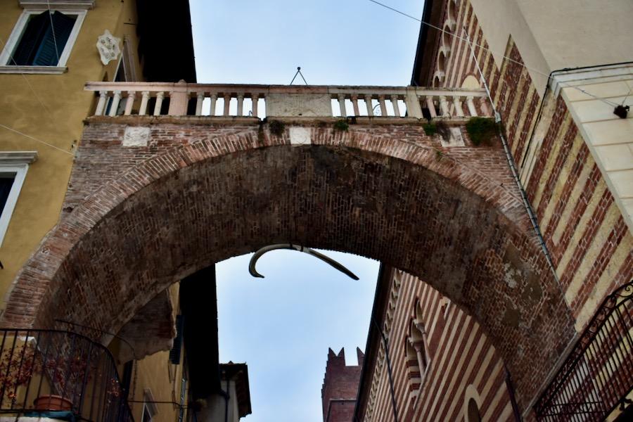 Cosa vedere a Verona e dintorni: Arco della Costa Verona