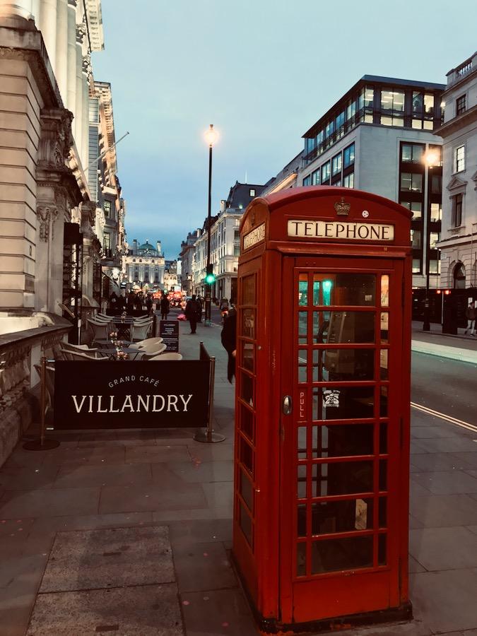 Cosa vedere a Londra: Around London - Telephone