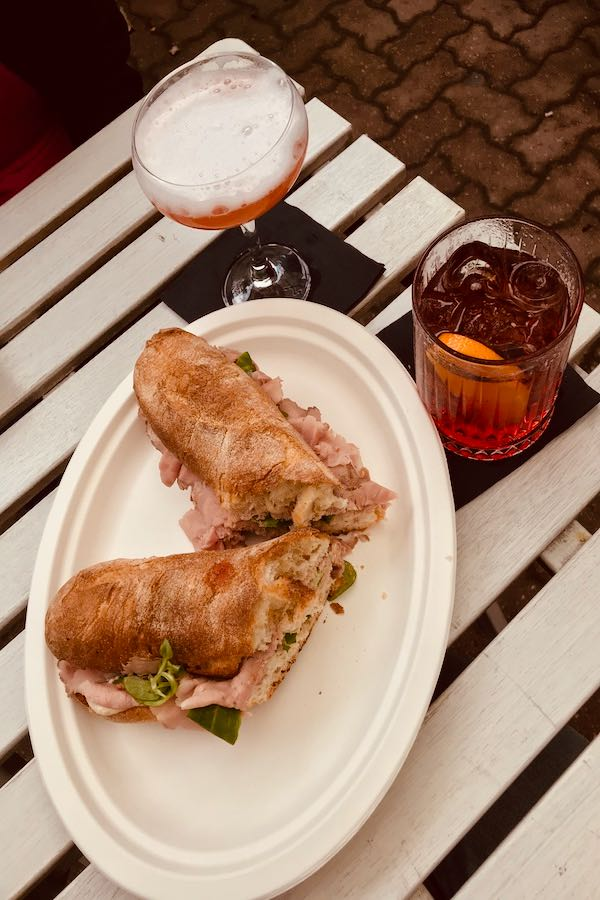 Panino col vitello tonnato | Cosa mangiare a Torino