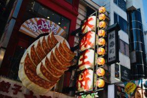 Le insegne di street-food a Dōtonbori | Cosa fare e vedere a Osaka
