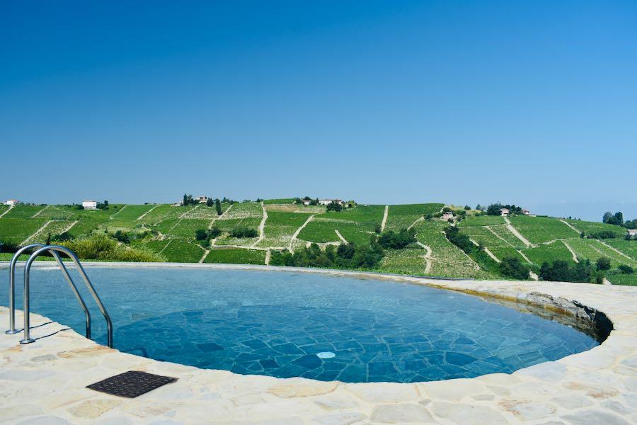 Albergo Castiglione Langhe: Piscina, vigne e relax