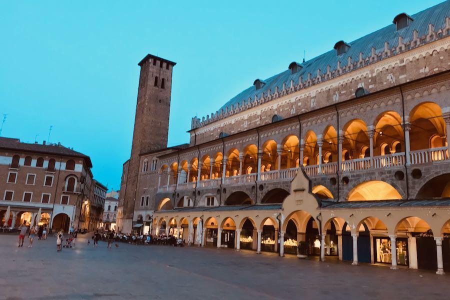Piazza Della Frutta   Cosa vedere a Padova