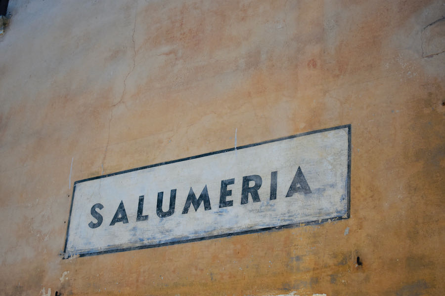 Insegne Storiche - Serralunga D'Alba | Cosa vedere nelle Langhe