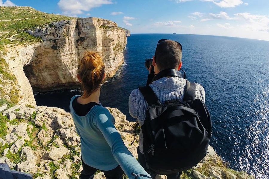 L'Ospite In Valigia: Deianira e Alessandro | Miġra l-Ferħa (Malta)